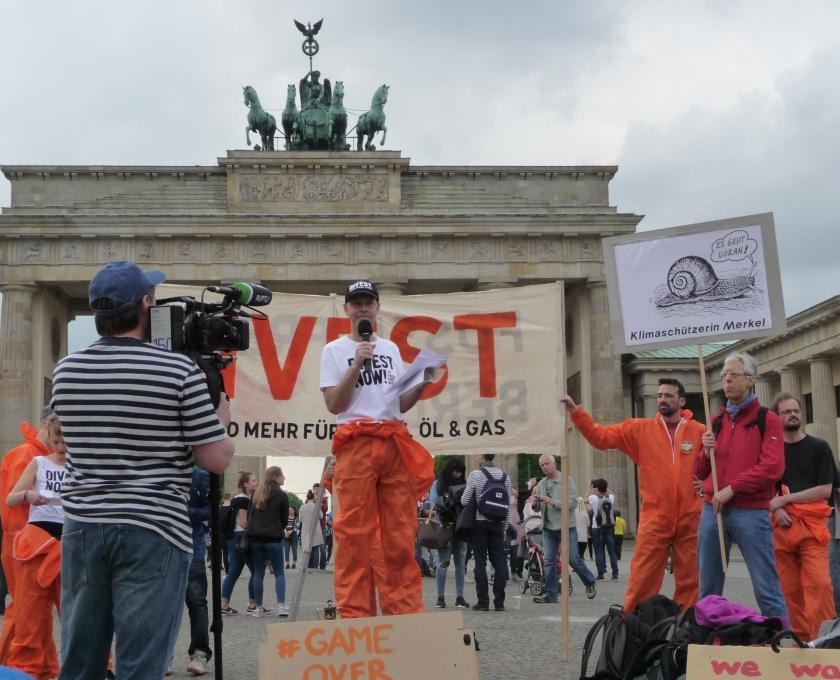 anti atom berlin aktion zur globalen divestment mobilisation 2017. Black Bedroom Furniture Sets. Home Design Ideas